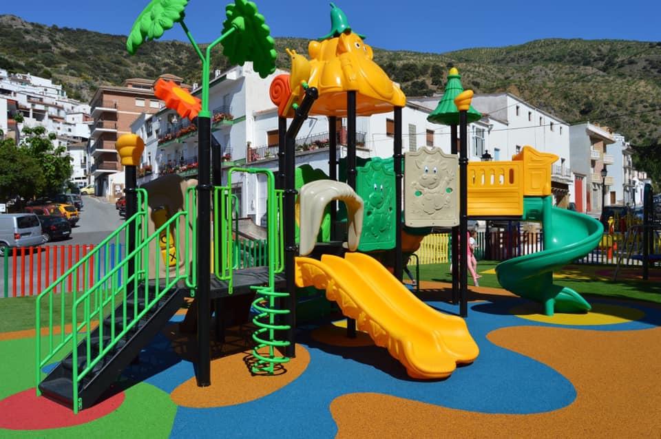 Parque infantil en Torvizcón